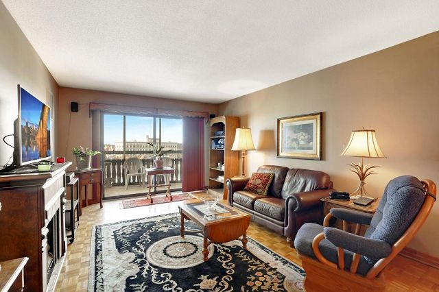 Summit House Condos For Sale in Minneapolis