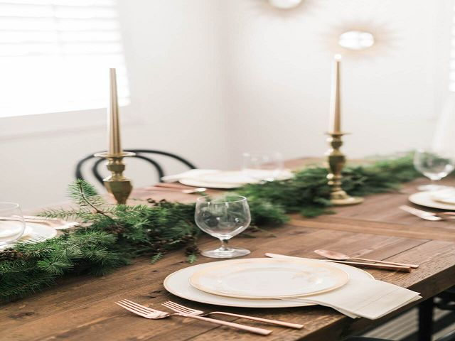 Dining Room Table Holiday Decorations